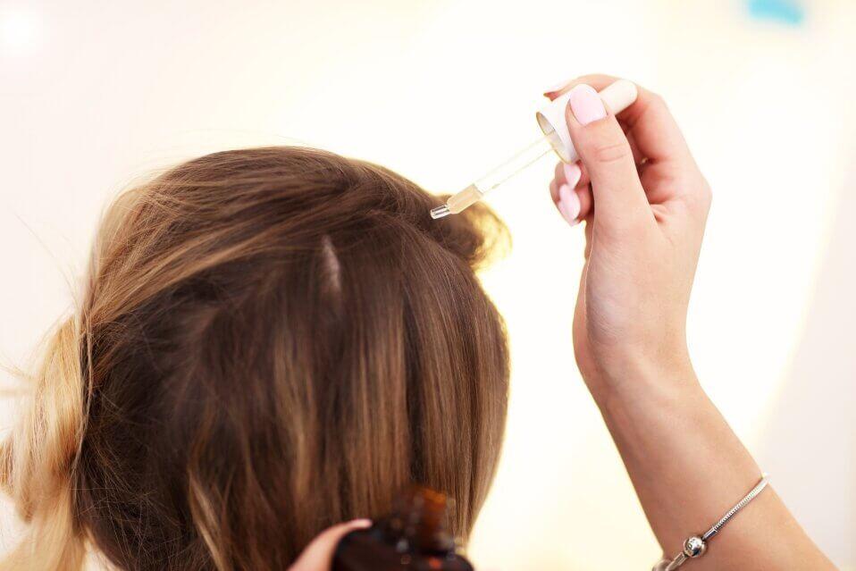 Эфирное масло плюмерии восстанавливает корни волос