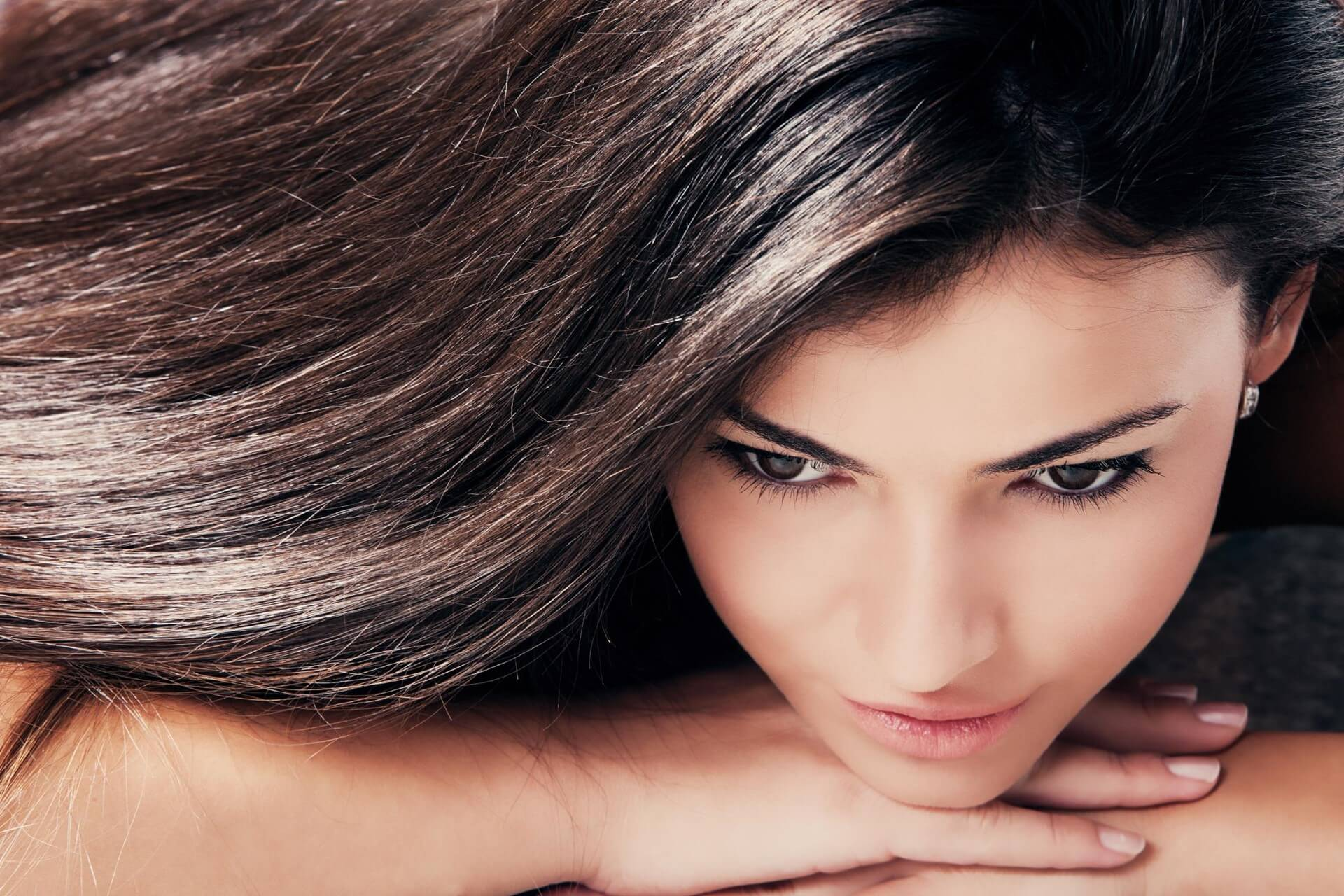 Правильный уход за темными волосами